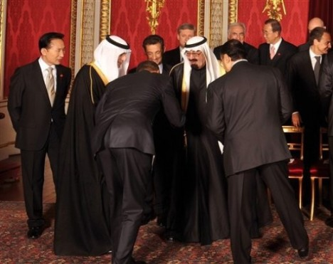 Obama either dropped a contact lense, is commenting on the Kings lovely leather sandals, or he is bowing...hmmm...