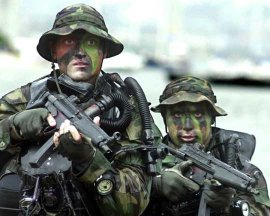 us_navy_seals_in_from_water_small