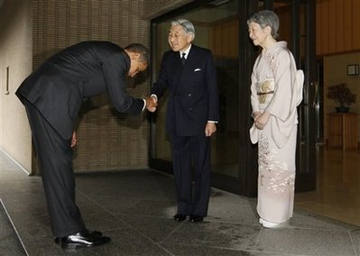 Obama bows before Japanese Emperor